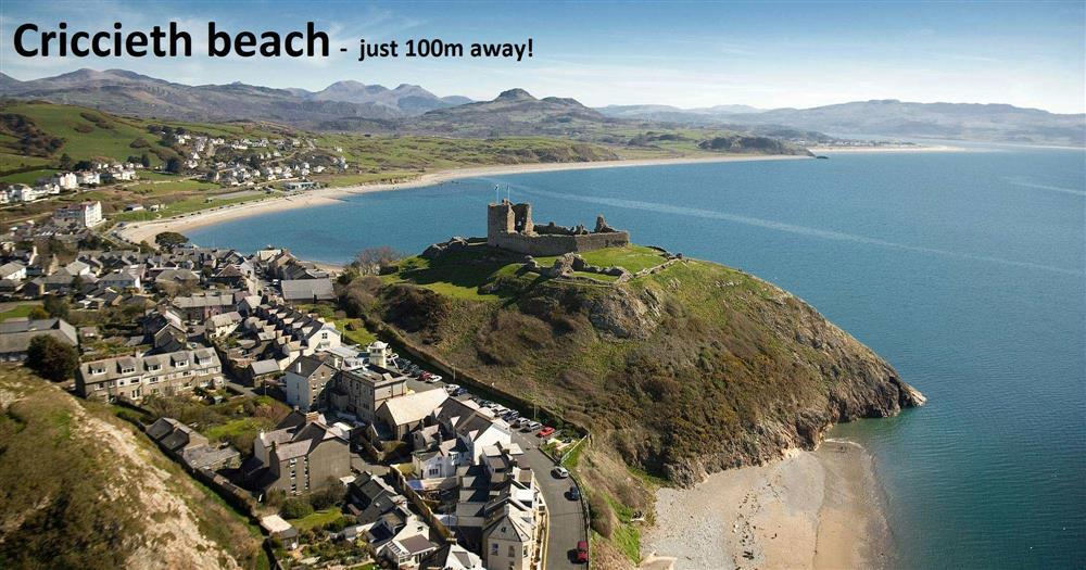 This house is only100m from the beach and 500m from Criccieth Castle!