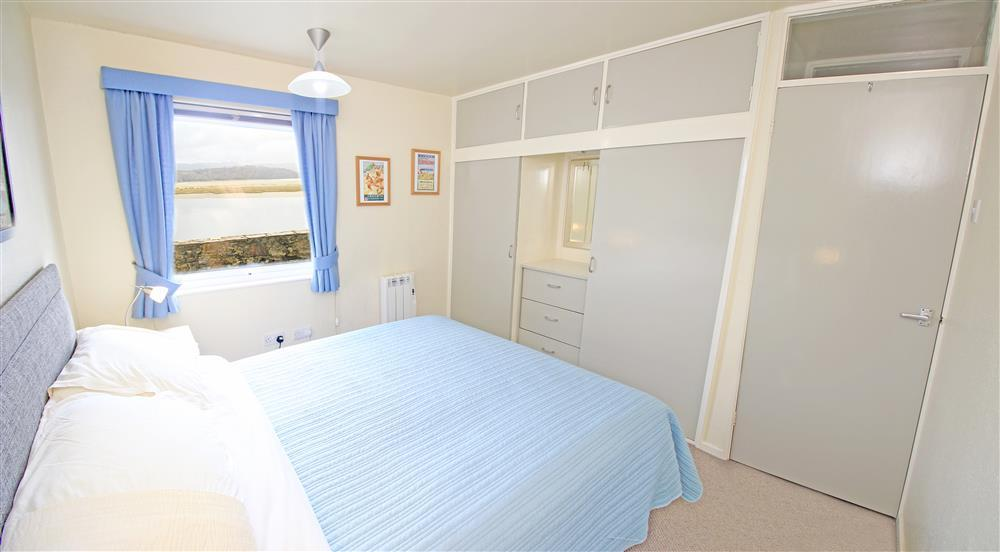Bedroom 1: Kingsize Bedroom with estuary views (Ground Floor)