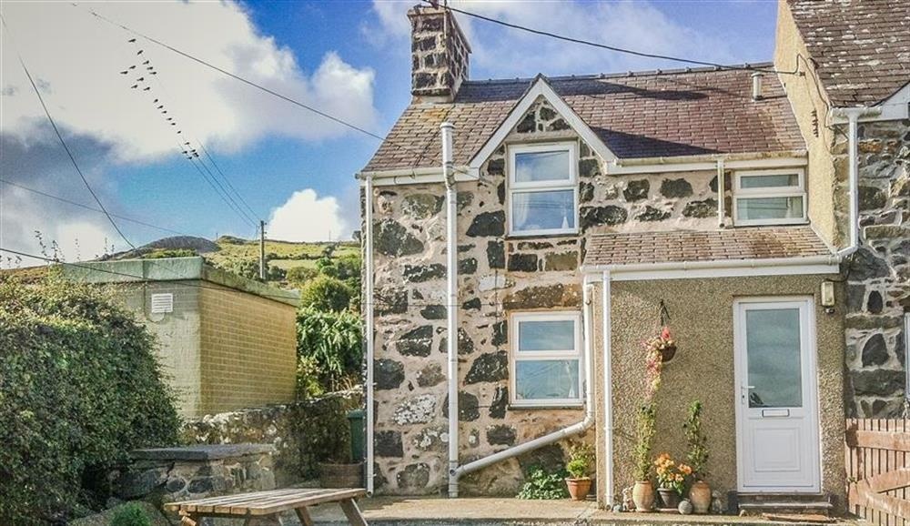 Moonlight Cottage near Aberdaron with views over to Snowdonia