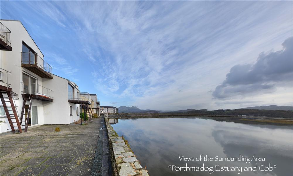 Harbour Flat overlooks the estuary in Porthmadog