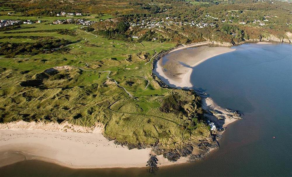 Aerial photo of Black Rock Sands beach on the left, the little beach of Samson's Bay to the right. In between these two beaches is Porthmadog Golf Course. The Porthmadog Golf Club is only 10 minutes walk away / 2 minutes drive away.