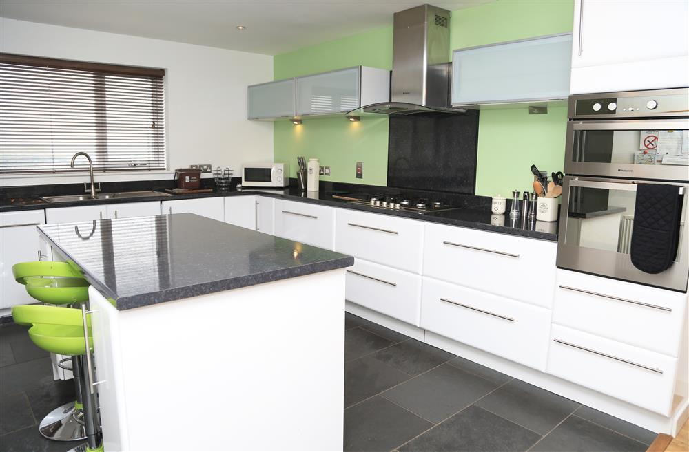 Large kitchen with plenty or worktop area