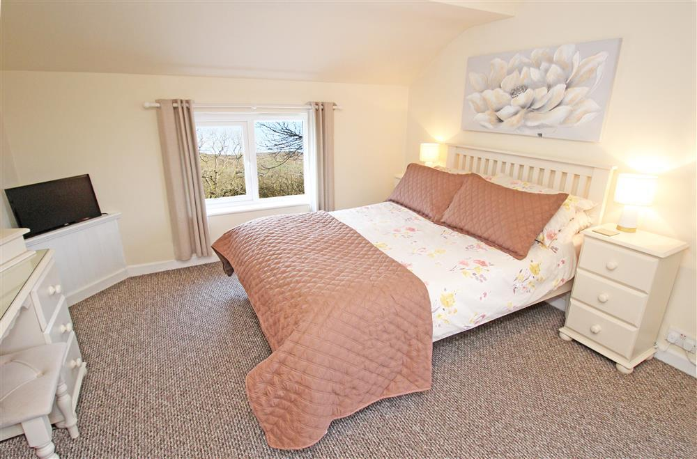 1 BEDROOM: 1 double bed and 1 day bed (single bed size), this bedroom is on the 1st floor.