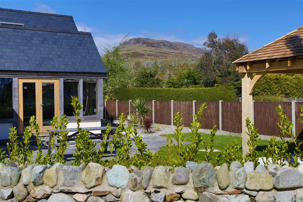 Enjoy the stunning views and the sun trapping garden!