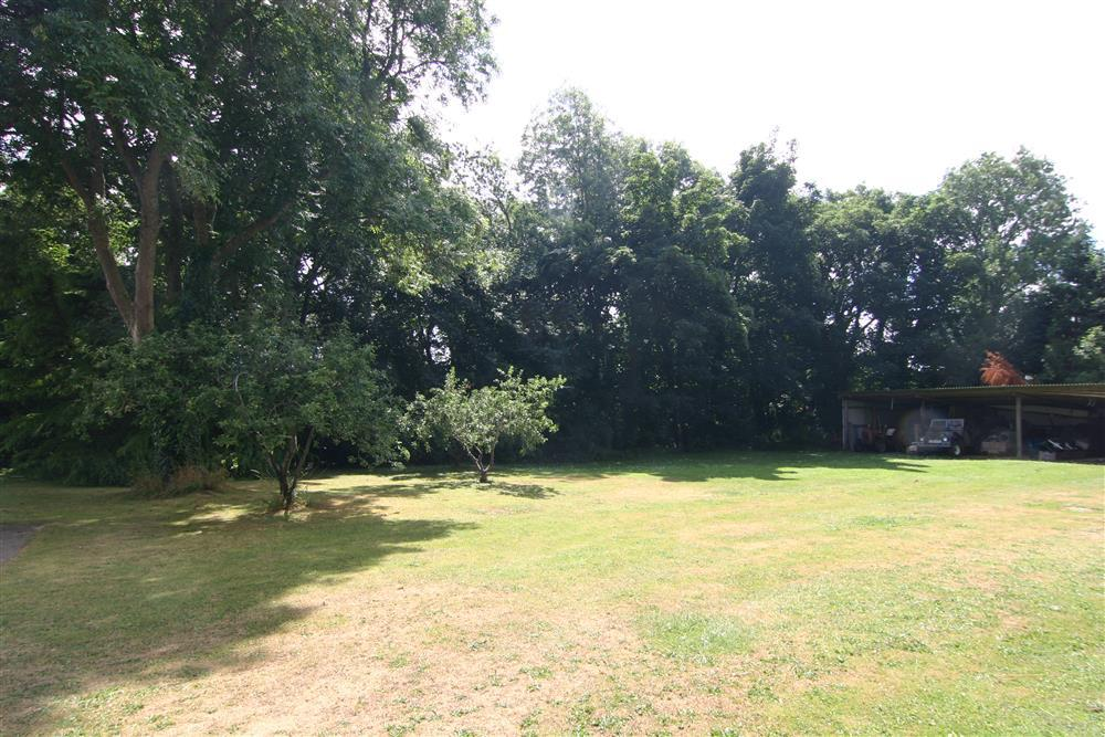 Large lawn to the front of the cottage