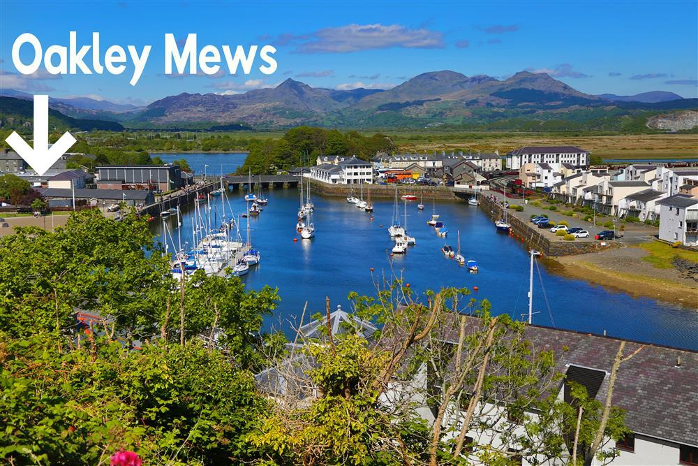 Oakley Mews is located right by the harbour in Porthmadog and the steam railway station