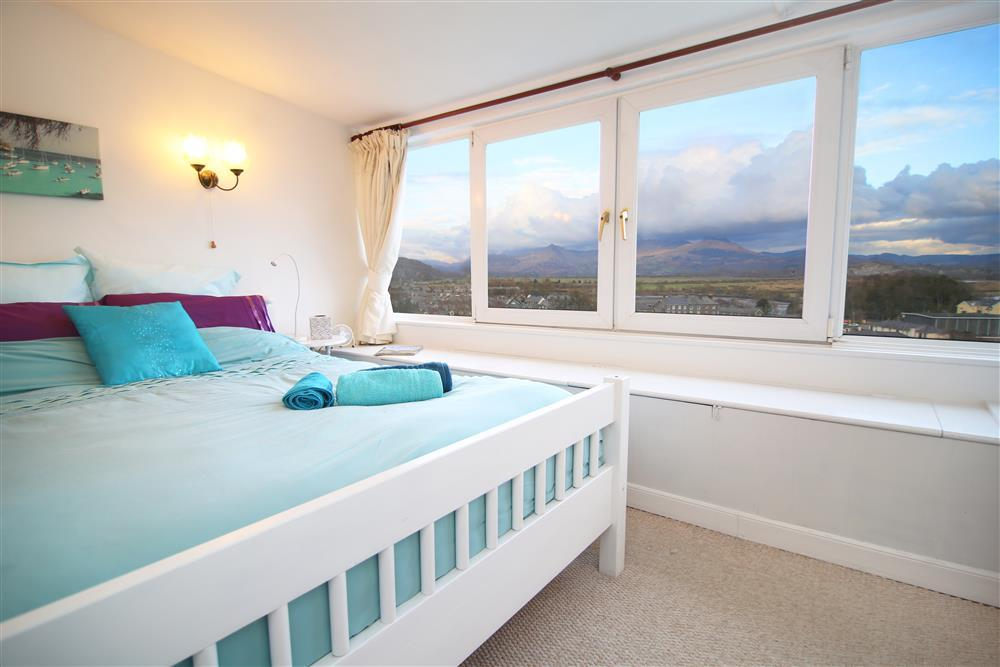 Kingsize bed with stunning views