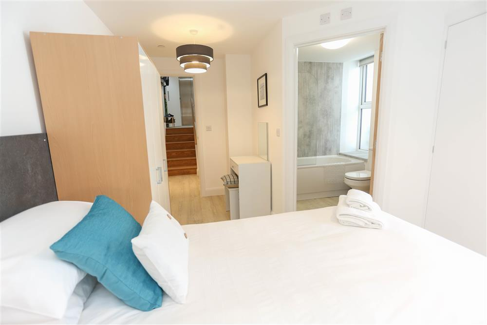 En-suite twin bedroom