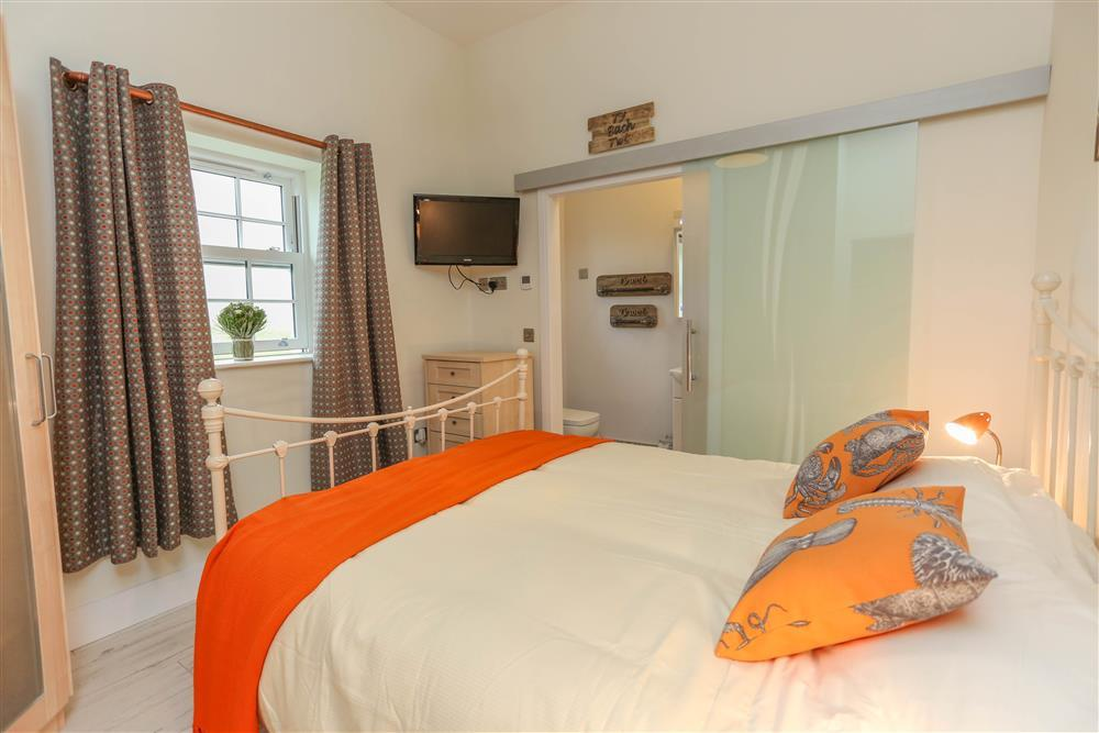 King bedroom with en-suite shower room and view of the sea.