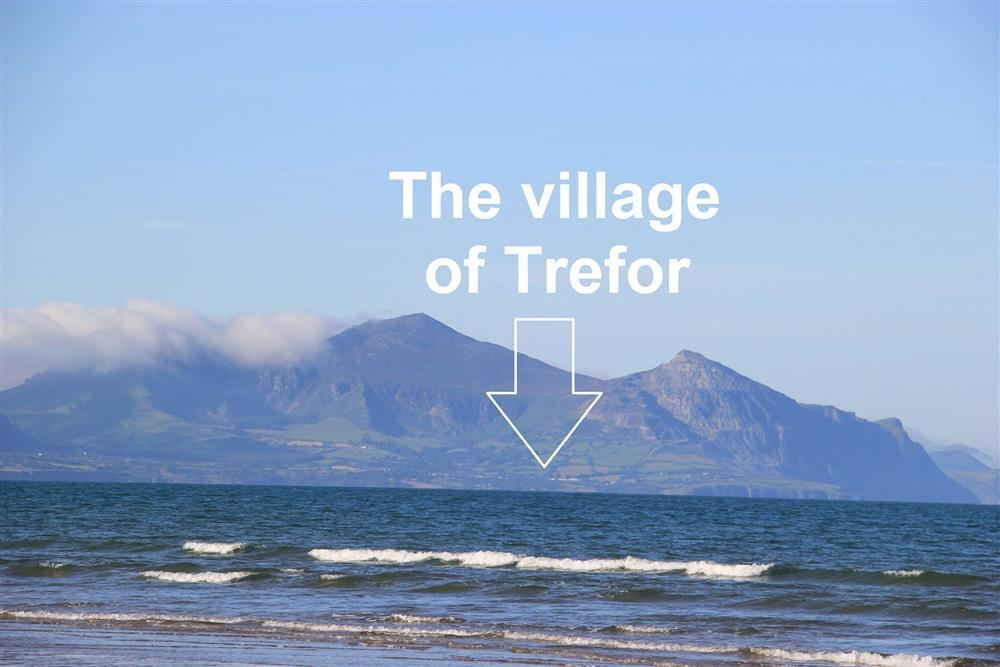 New Cottage is in the village of Trefor which is next to the sea. A walk of 0.4 miles away that should take 9 minutes. You can drive and park at Terfor beach, that will take 2 minutes from New Cottage.