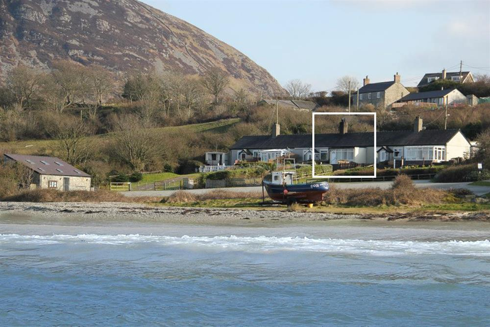 The cottage lies in a stunning location right next to the sea at Trefor Beach. Very romantic and cosy fisherman's cottage with views of the sea.