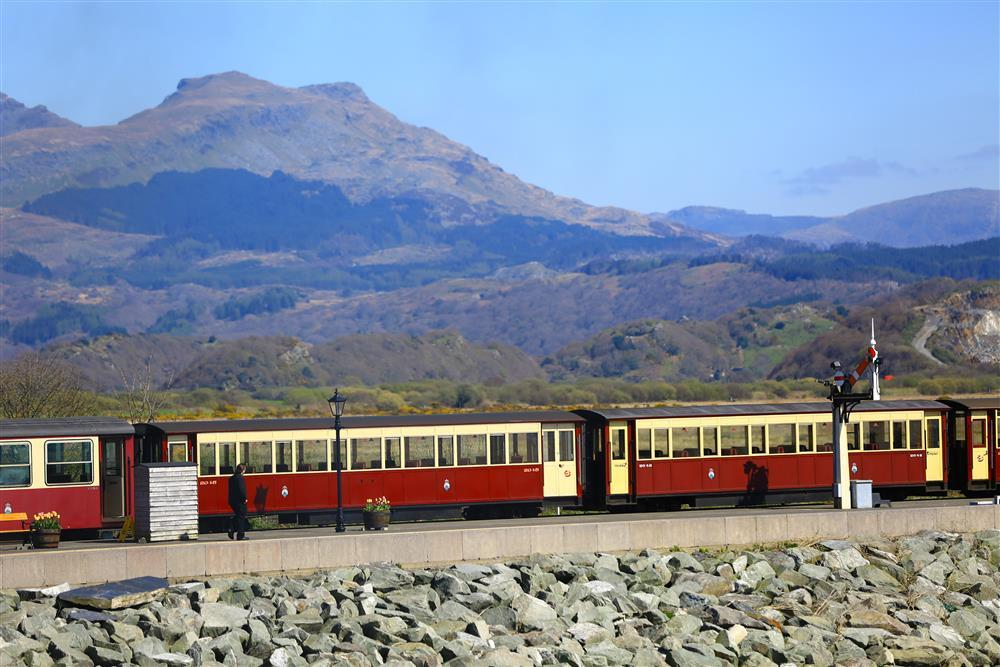 Watch the Ffestiniog steam railway pass over the cob with the dramatic Snowdonia backdrop