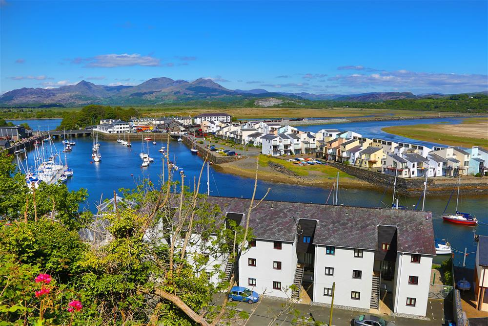 South Snowdon Wharf is located in the harbour in Porthmadog, with stunning views all around
