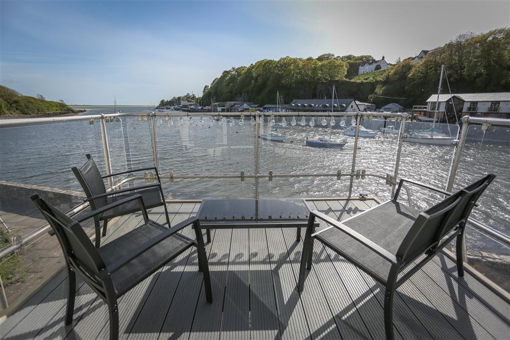 Enjoy the beautiful harbour views and the afternoon sunshine from your private balcony
