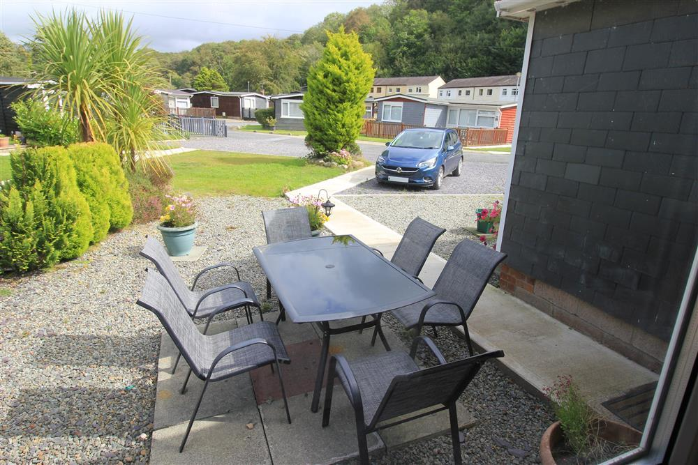 Outdoor eating area and car park area