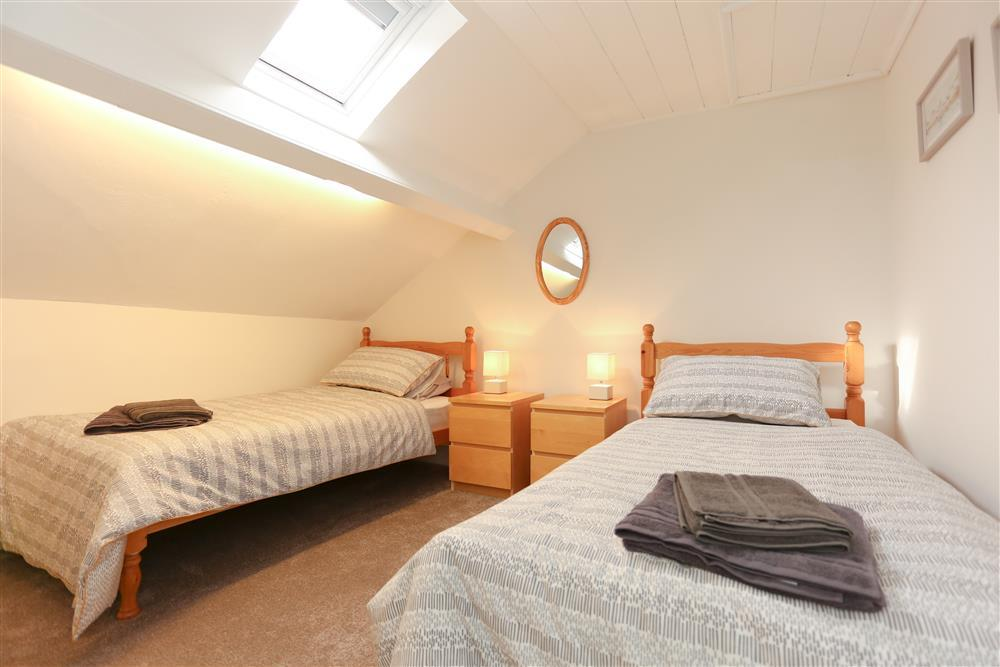 Bedroom 4: Twin single beds on the 2nd floor