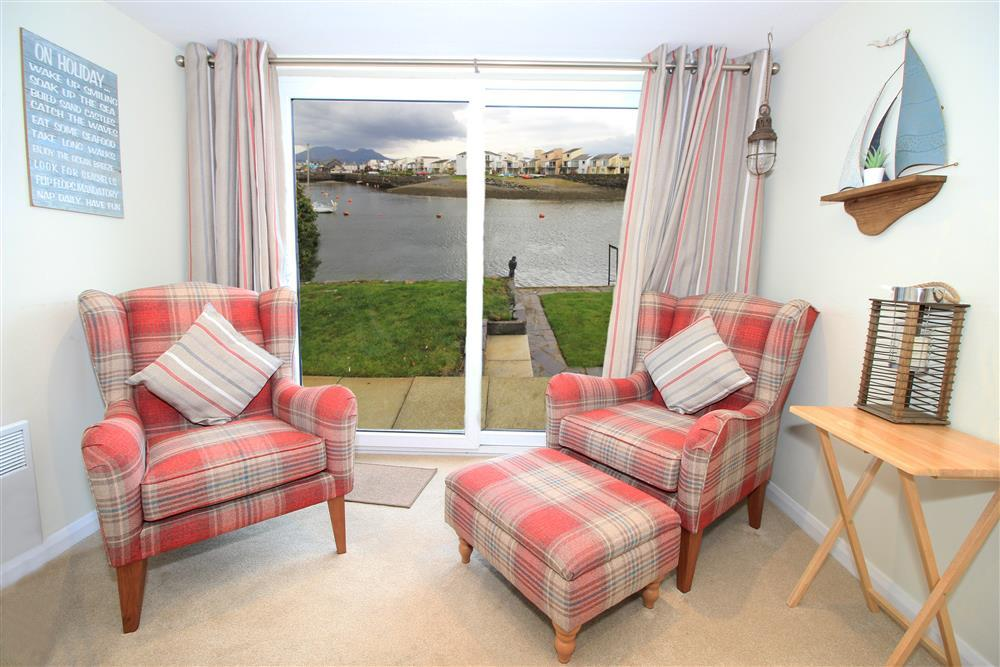Living Room - Lounge area with view of Porthmadog Harbour
