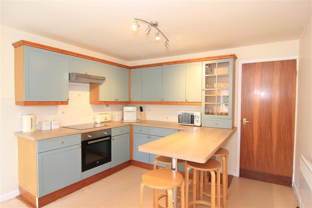 Kitchen area with breakfast bar (1st Floor)