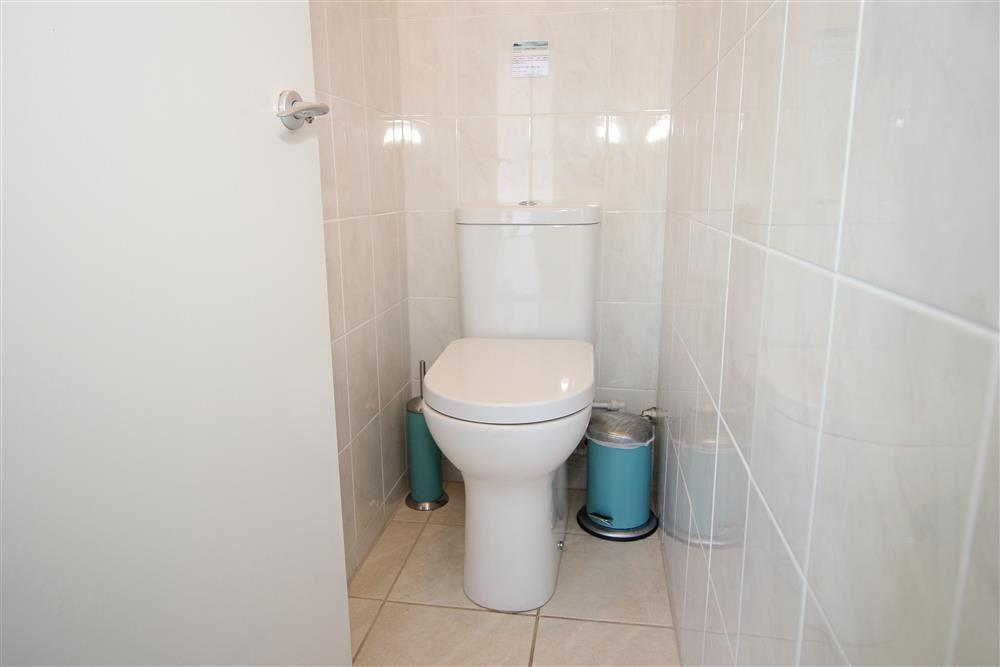 Sparate WC (Ground Floor)