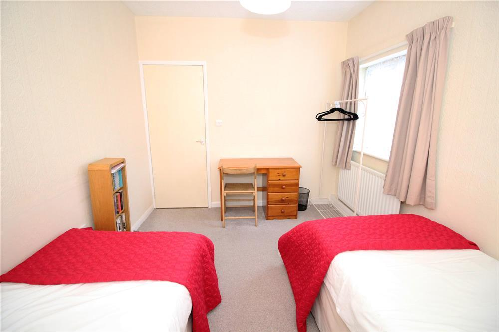 Bedroom 2: Two single beds