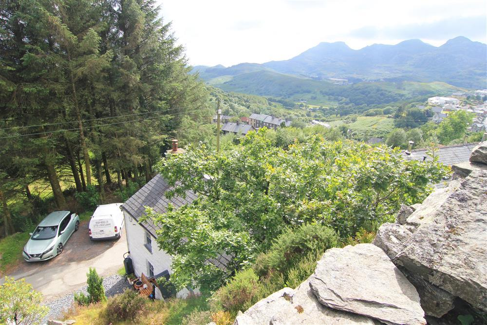 View from the summer house of Snowdonia mountains and Sky Scape Cottage below