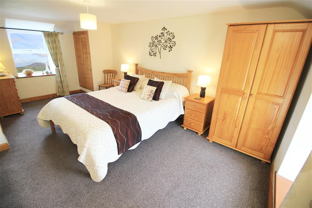 Kingsize bedroom with en-suite bathroom on the 1st floor.