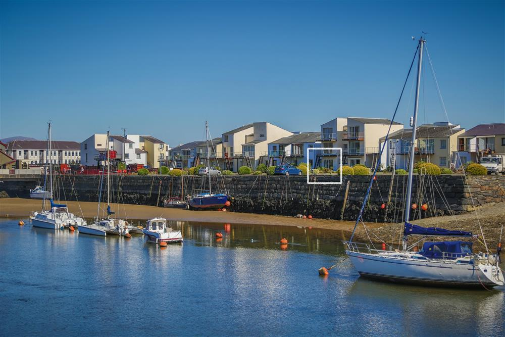 The flat is on the Porthmadog harbourside