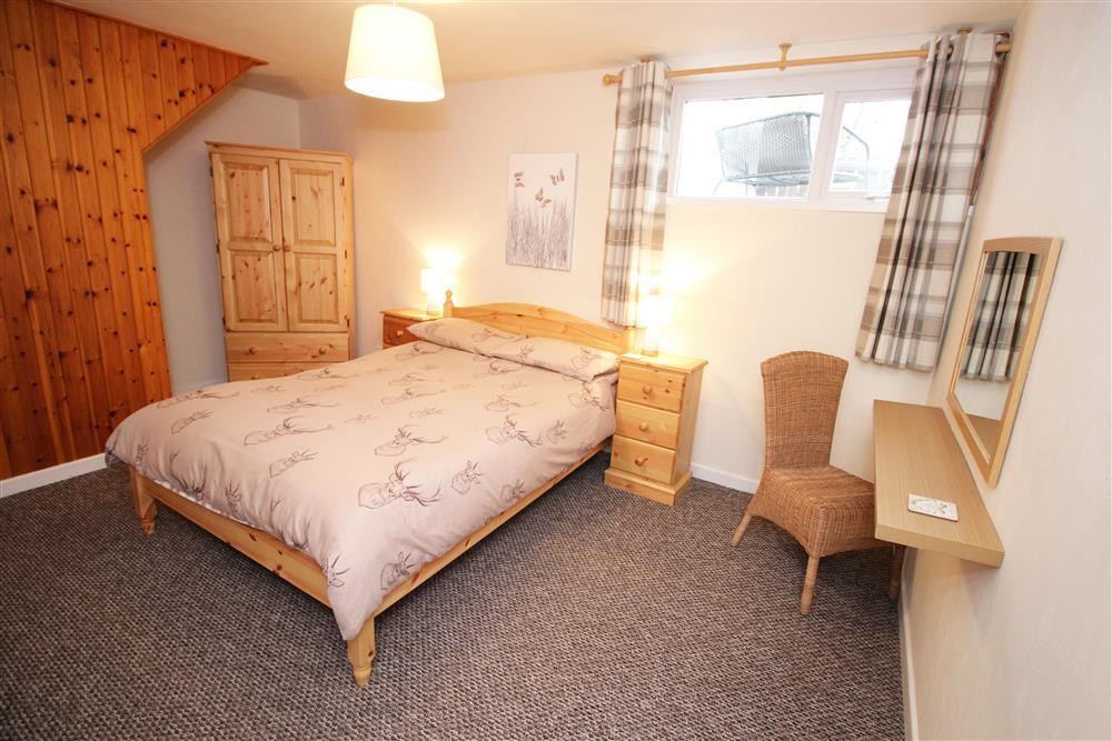Zig Zag Cottage Bedroom 1: doubel bed with en-suite. This bedroom is on an enclosed area on ground floor and not connected to the Lounge. To get to the lounge you would need to use the two internal staircase.