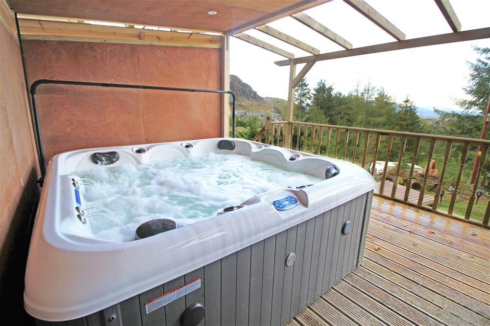 Hot tub in the garden from August 2020