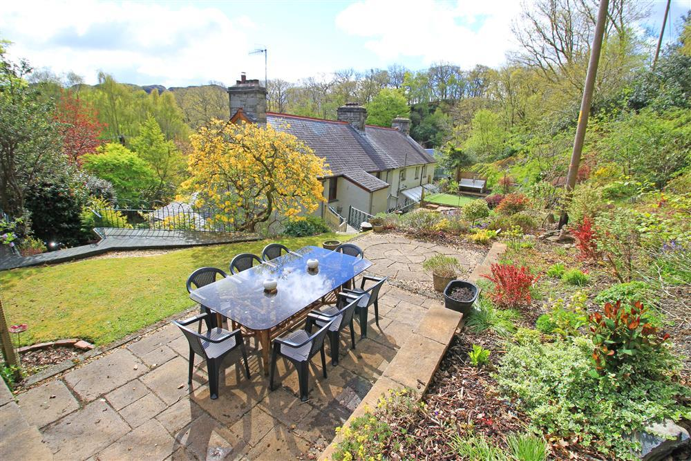 Big back garden with dining area and outside bench.