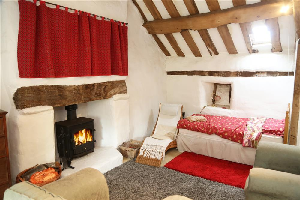 Bedroom 1: Open fireplace in gallery  (1 kingsize bed and 1 single bed)