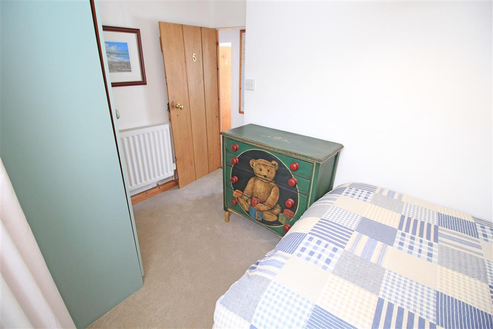 Bedroom 3: Double bed, this bedroom does not have harbour views (1st Floor)