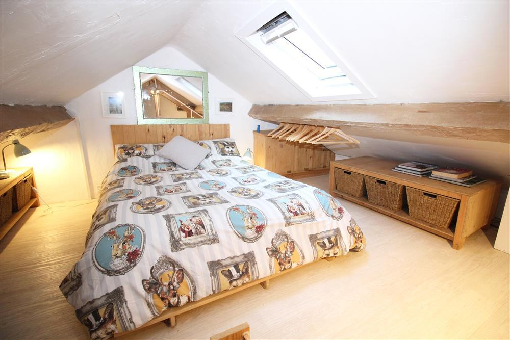 Bedroom 3: Double futon in the crog loft with low ceiling above the Living Room