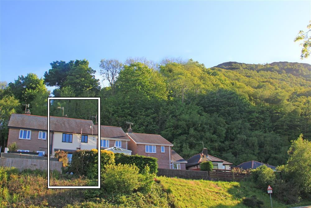 On the outskirts of Porthmadog is Heather House which is on the lower level of Moel y Gest mountain.