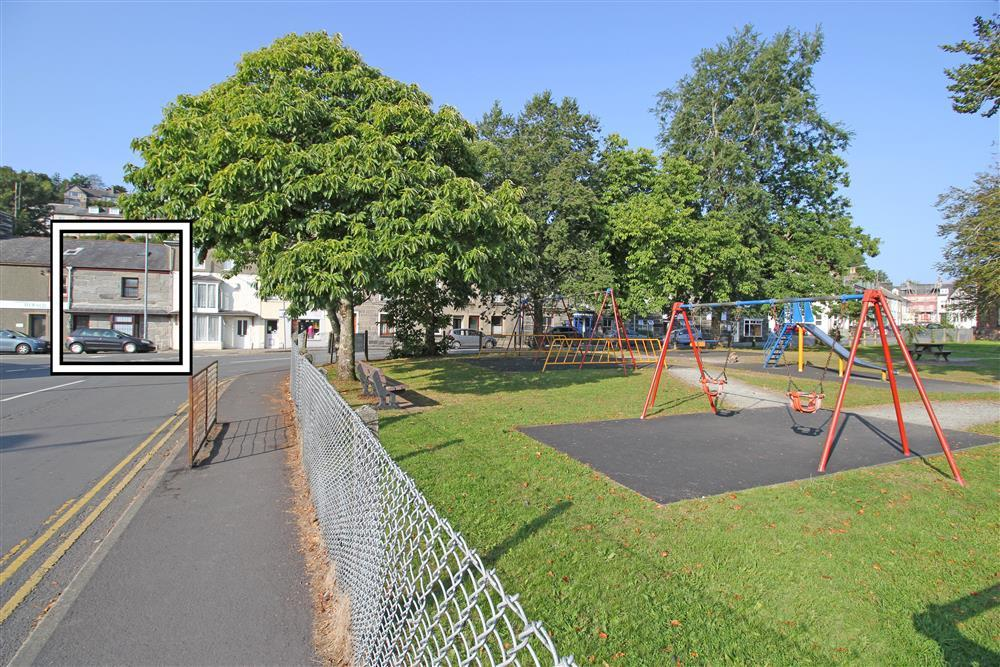Siop Da Da is near Porthmadog Playground which is 1 minute walk away (dogs are not allowed in this playground area)