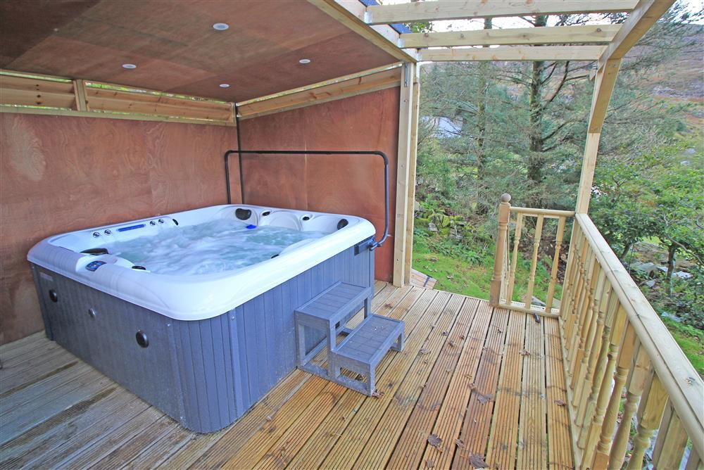 Hot tub in the garden from August 2020, the hot tub is in the back of the garden.