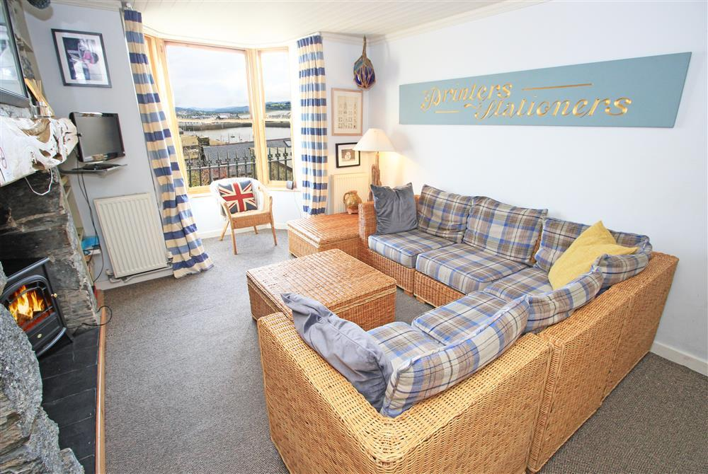 Lounge with mountain and sea views (Ground Floor)