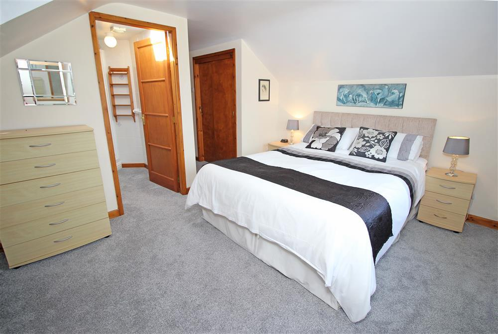 """Bedroom 1: Kingsize bed and a 2' 6"""" bed (suitable for a small child) with shower en-suite - 1st floor"""