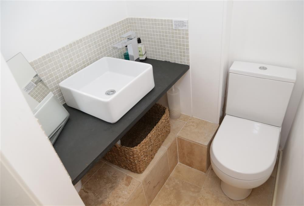 En-suite WC in twin bedroom