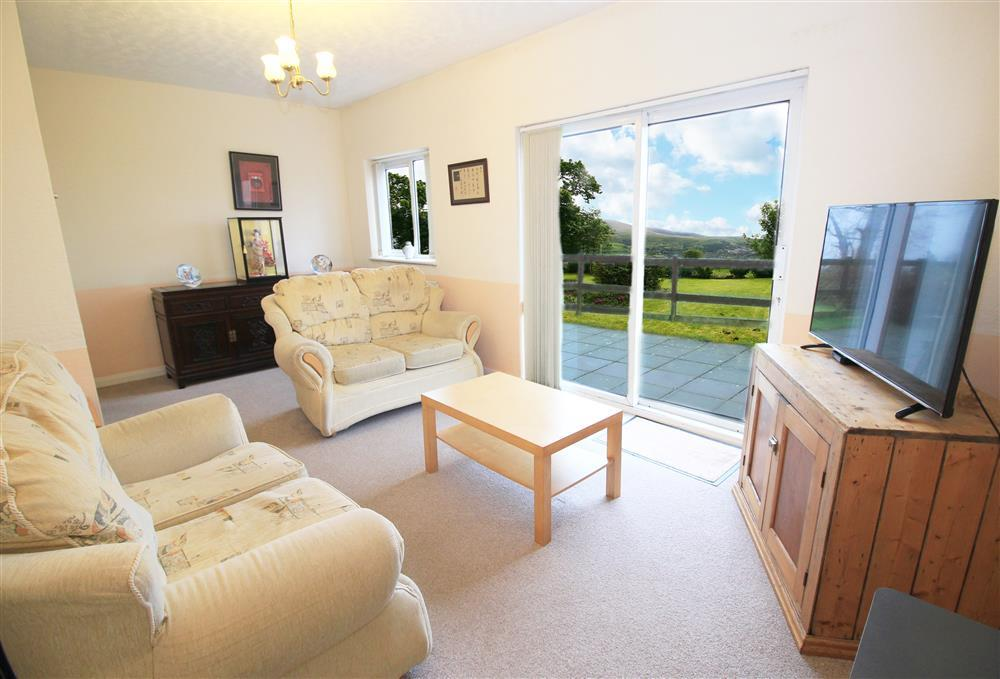 Lounge with views of Snowdonia Mountains - The Nantlle Ridge.