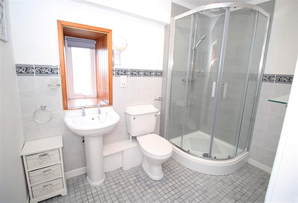 En suite shower room for bedroom 1 (Ground Floor)
