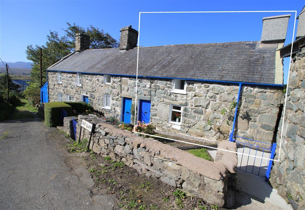 Tan Llan Cottage. If you walk down this little road and take the footpath at the end of the road, then you will end up at Trawsfynydd Lake (0.4 mile away).