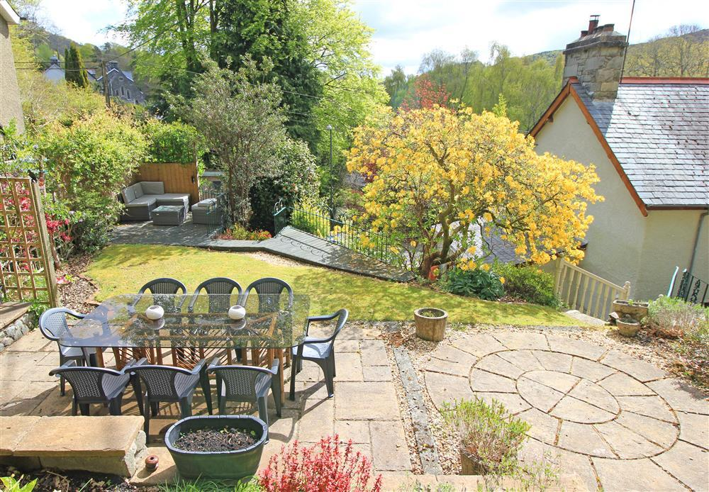 Big back garden with dining area and outside sitting area.