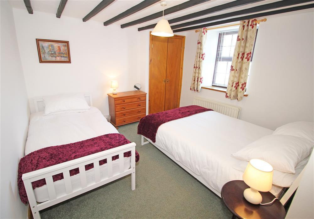 Bedroom 2 with 1 double bed and 1 single bed (1st Floor)