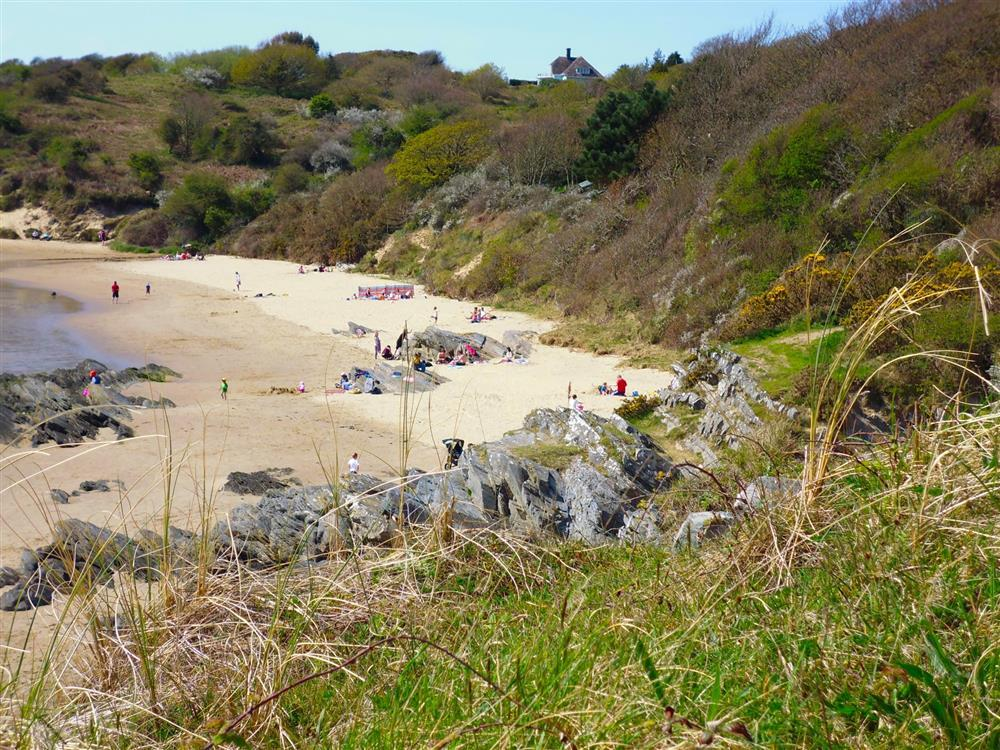 Samson's Bay (on the coastal path to Borth y Gest) is a short walk away