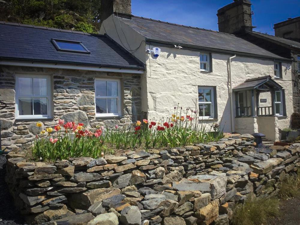 Stars & Clouds Cottage, Ffestiniog. The little extension to the left is the huge Double room & en-suite. The window to the left of the front door is the lounge. The window to the right of front door is the Dining room. Top two windows are 2 bedrooms