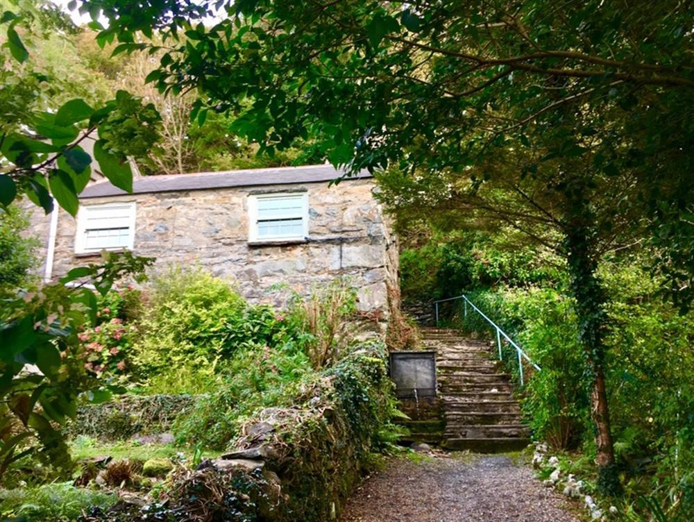 The path up to School Cottage