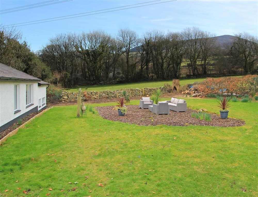 The shared garden of Zig Zag and Dowlias Cottages.