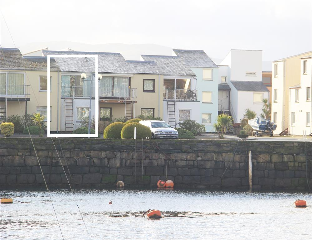 Skipper's Retreat apartment is on Porthmadog Harbour.
