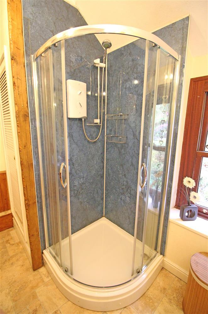 The shower in the Bathroom on the 1st floor.